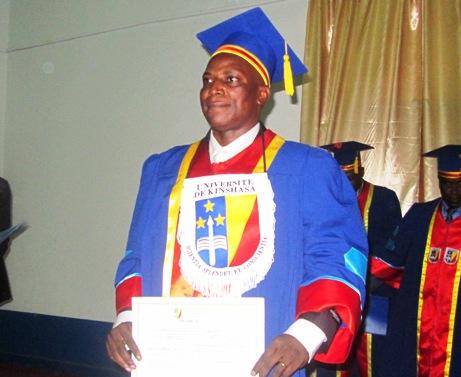 La faculté de médecine de l'UNIKIN a accompagnée le Dr Moïse MVITU à la soutenance publique de sa thèse d'agrégation