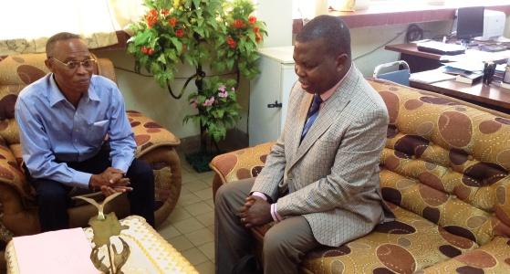 Dr Tshioko Kweteminga au bureau du Doyen