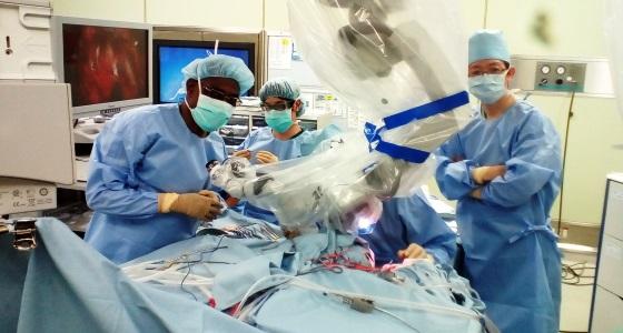Dr Ntsambi Glennie au Japon pour la chirurgie micro-vasculaire et de la base du crâne