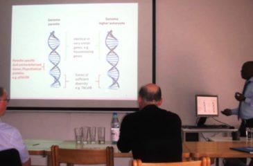 Le doctorant Célestin Nzanzu Mudogo en Biochimie et Parasitologie Moléculaire en pleine présentation de soutenance de sa thèse de doctorat